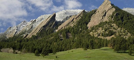 Enjoy this beautiful view of Boulder's famous Flatirons, just a few blocks from downtown!